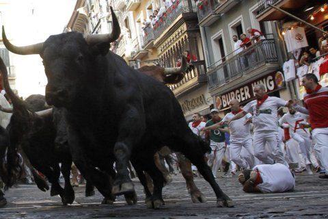 Veteran bull runners protest lack of thrills in Pamplona