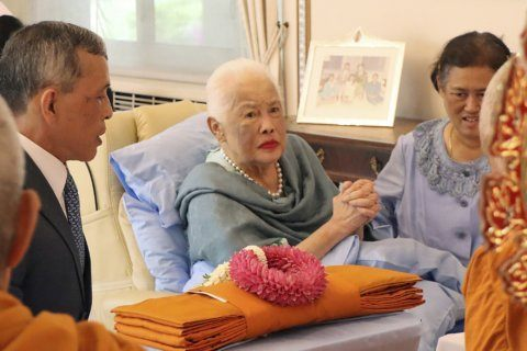 Thai queen mother in hospital with respiratory infection
