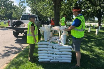 Volunteers help out at Arlington National Cemetery