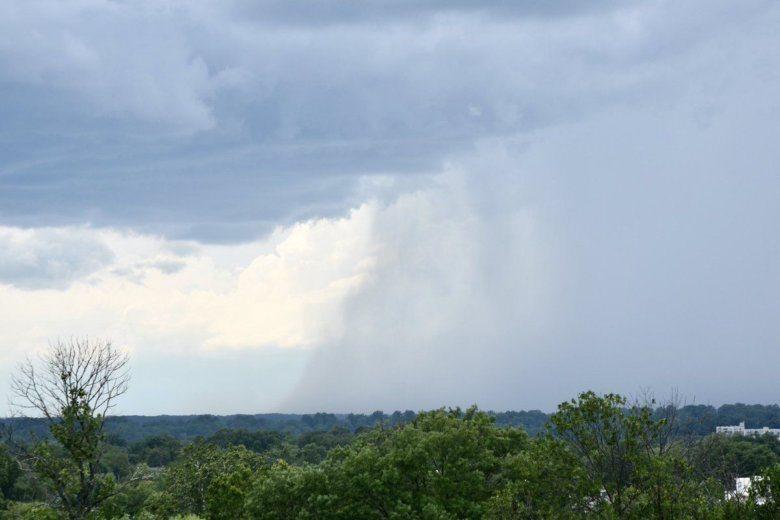 Storms break heat wave, bring risk of flooding