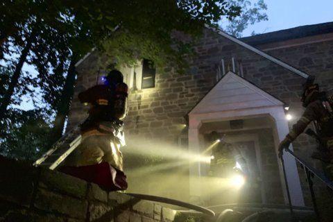 4 firefighters hurt battling Northwest DC blaze
