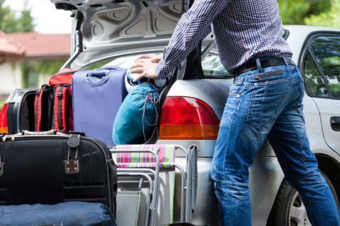 Tips to avoid the most common holiday travel back injuries