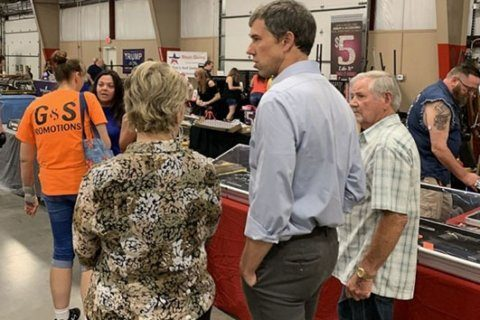 2020 hopeful Beto O'Rourke visited an Arkansas gun show to talk about gun control
