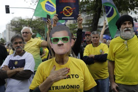 Brazilians rally to support big corruption investigation