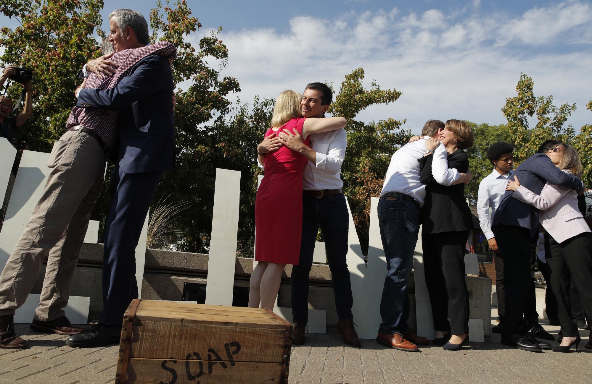 Democratic candidates address gun control at forum in Iowa | WTOP