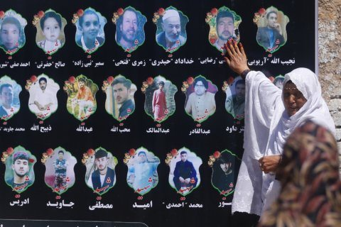 Afghans mourn wedding victims, some criticize government