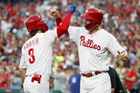 Phillies beat up on Hamels, make Manuel's return a big hit