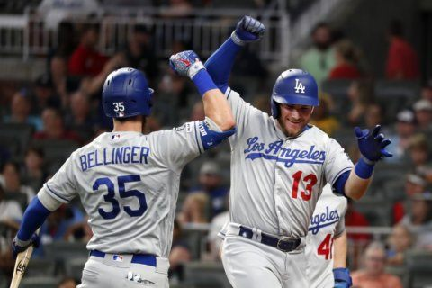 Bellinger, Muncy, Turner HRs power Dodgers past Braves 8-3