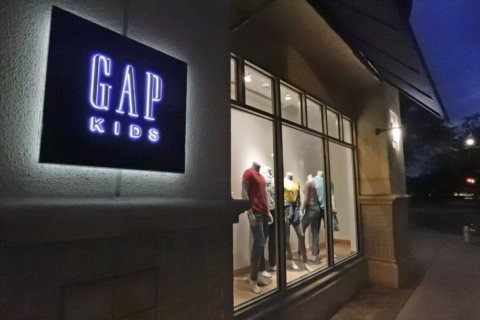 Gap's 2Q profits fall, reflecting chain still mired in slump
