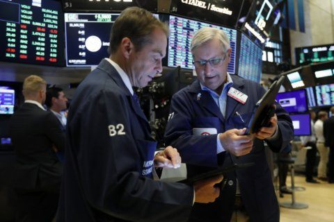US stocks mostly rise as investors seek more clues on Fed
