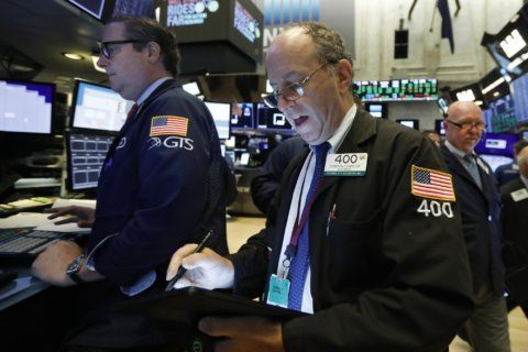 US stocks edge lower, shed some gains from 3-day rally