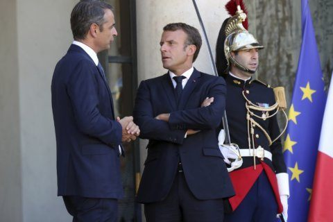 France, Greece to push for EU solidarity on migrant crisis