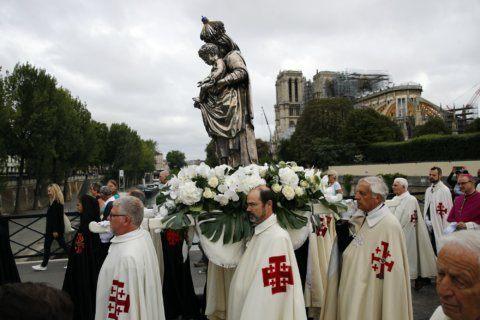 Emotional Paris ceremony near Notre Dame for Assumption Day