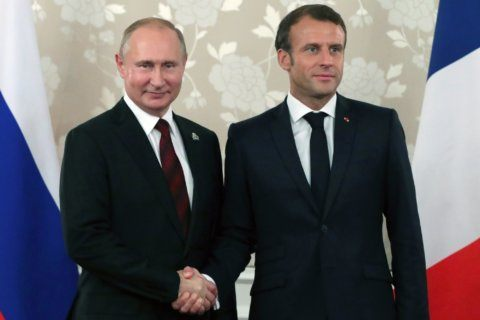 Putin, Macron hold French-Russian talks before G-7