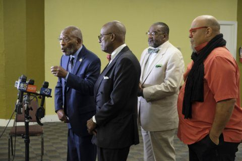 Black leaders support preserving controversial mural