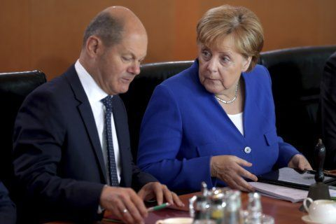 Germany sells long bond at negative rate amid growth fears