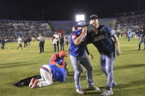 4 dead as rival fans fight before Honduran soccer game