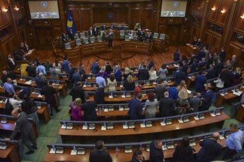 Kosovo dissolves parliament to hold an early election
