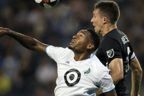 Hurtado scores in 88th minute, Sporting KC beats Minnesota