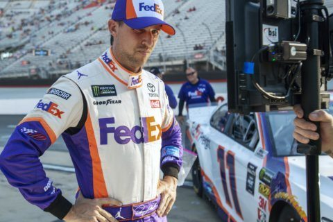 Hamlin wins at Bristol to spoil DiBenedetto's upset bid