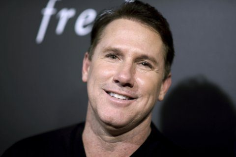 Jury backs Nicholas Sparks in lawsuit by former school head