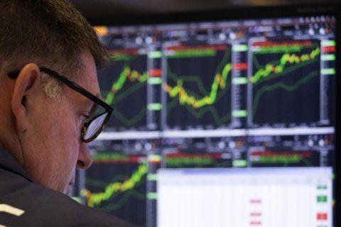 Corporate profits slump again in 2Q
