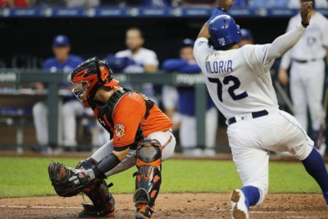 Royals load bases on 3 bunts, rally past Orioles 7-5