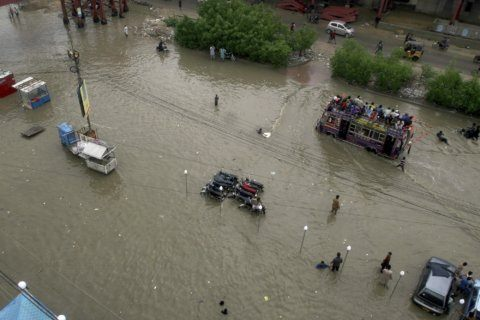 Pakistani authorities evacuate 2,000 from flood-hit areas