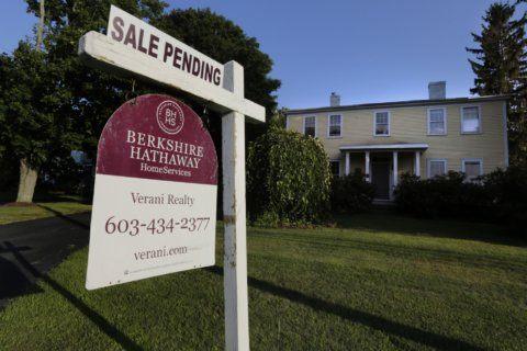 US pending home sales slid 2.5% in July in sign of slowdown