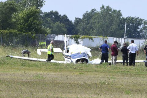 2 die when small plane crashes at southeast Michigan airport