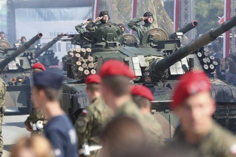 Poland marks Armed Forces holiday with military parade