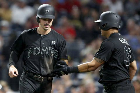Pirates rally past Reds in 9th for 3-2 win