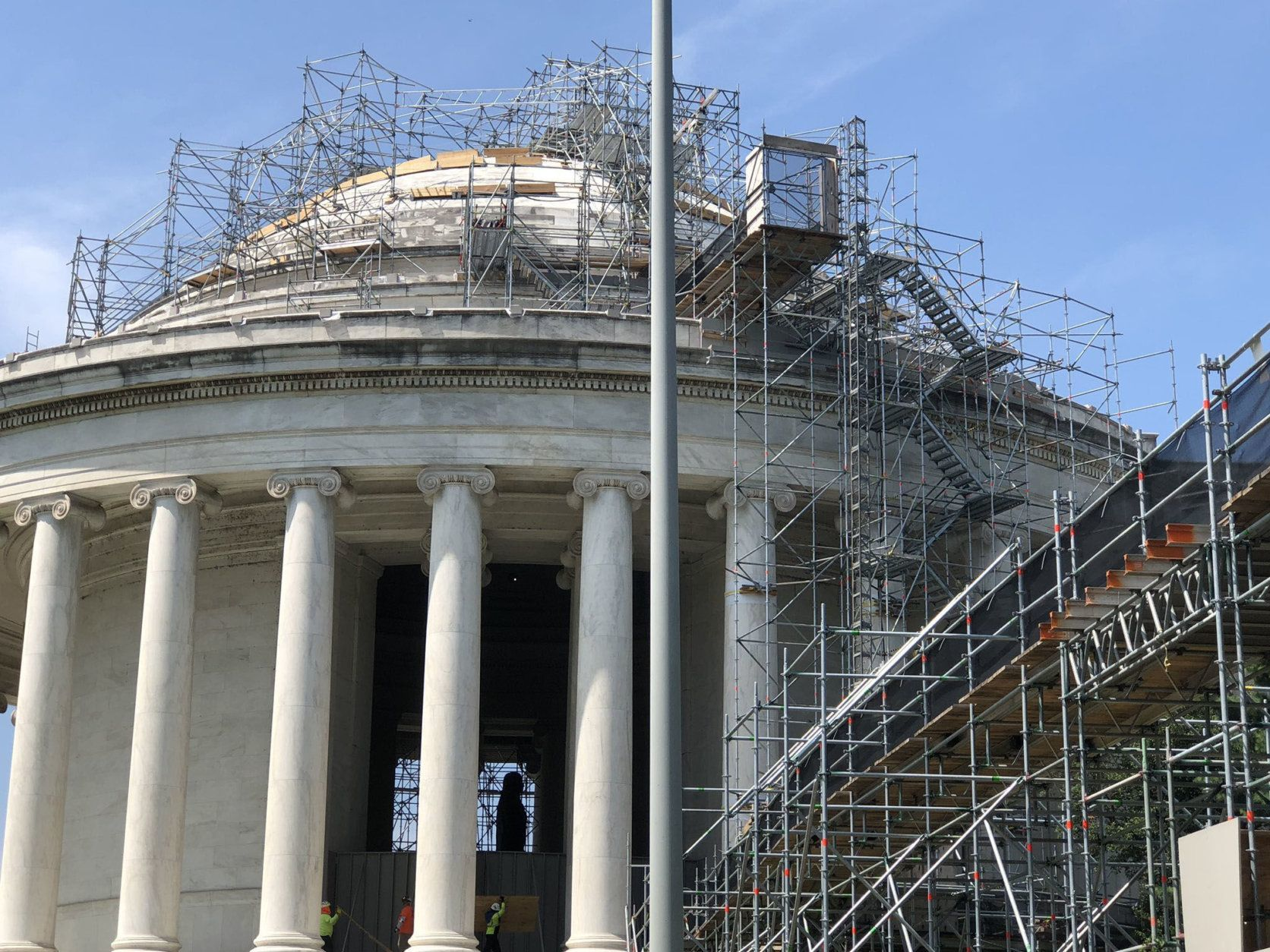 <p>The Thomas Jefferson Memorial is undergoing a major restoration project to address clogged drains, leaky roofs, crumbling stone and a peculiar growth that&#8217;s discoloring its magnificent white marble. And the effort to clean the 1943 memorial includes lasers.</p>
