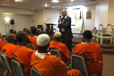 Stedman Graham visits prison for leadership talk to inmates