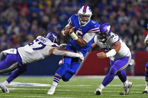 Bills score 3 TDs in final 4 minutes to beat Vikings 27-23