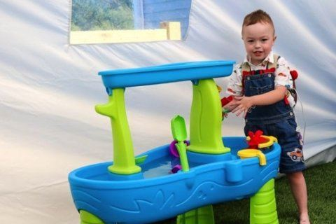 Boy who can't be exposed to sun gets a custom tent to play in his yard