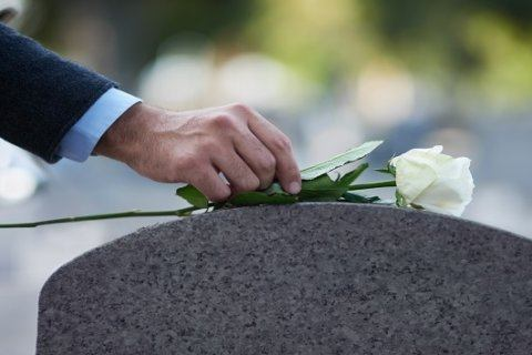A community gives a World War II vet a fitting funeral