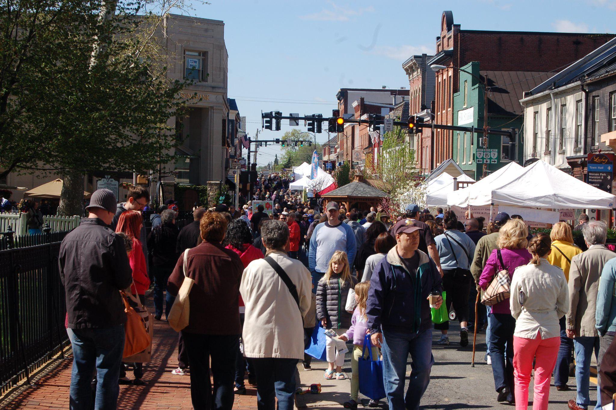 king street leesburg crowded