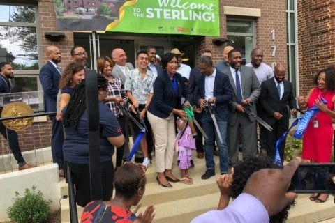 DC mayor opens new short-term family housing in Northeast