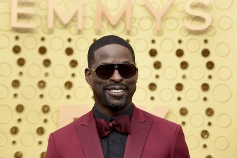The Latest: Stars begin arriving at sweltering Emmys carpet