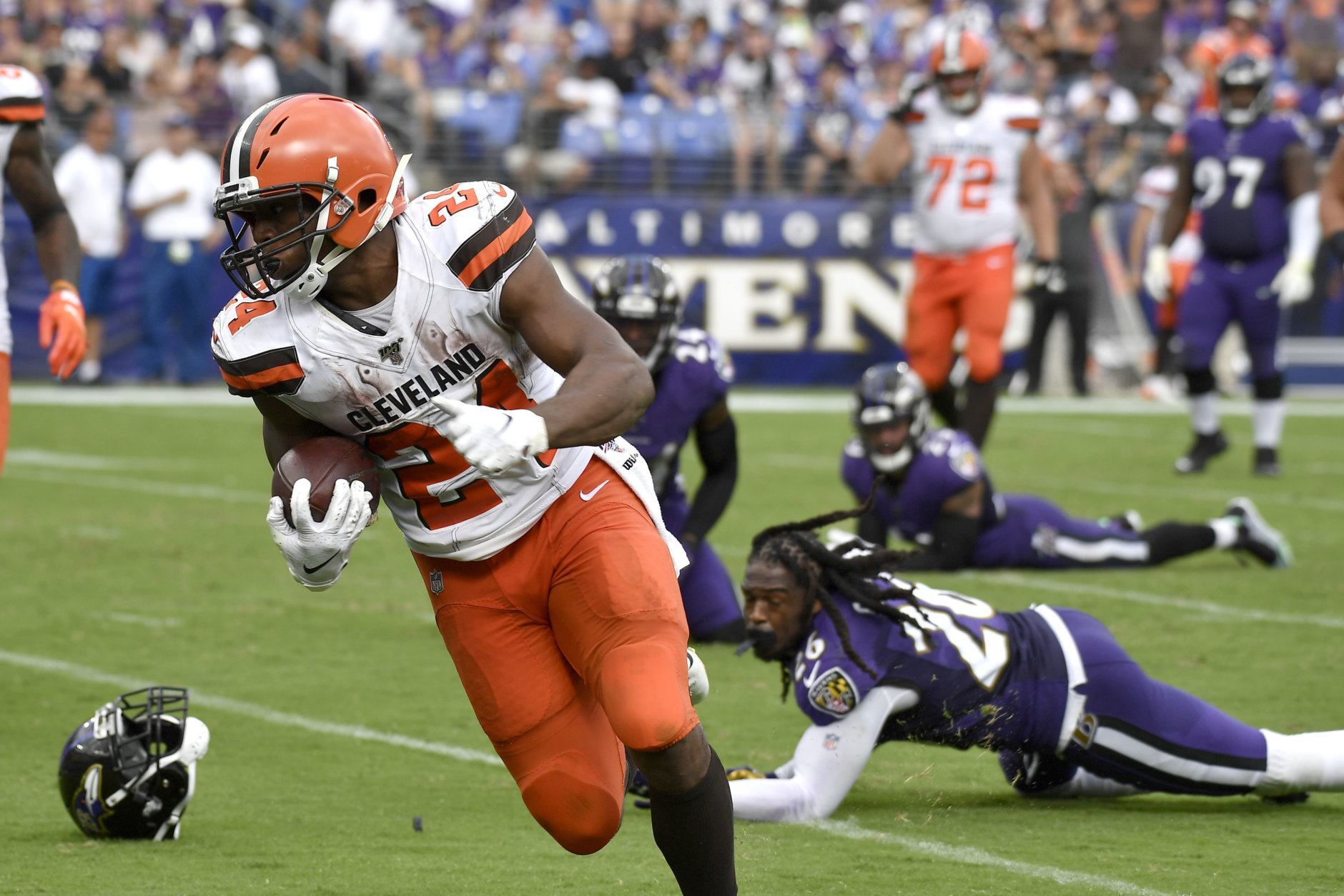 """<p><b><i>Browns 40</i></b><br /> <b><i>Ravens 25</i></b></p> <p>Lamar Jackson&#8217;s <a href=""""http://espn.com/blog/baltimore-ravens/post/_/id/50805/lamar-jackson-reaching-new-historic-heights-just-dont-bring-it-up"""">franchise-best pick-less streak</a> ended badly, but that may not even be Baltimore&#8217;s biggest concern: Cleveland ran it down the Ravens&#8217; throats <a href=""""https://deadspin.com/nick-chubb-pantsed-the-ravens-defense-and-shoved-them-i-1838601002?utm_source=deadspin_facebook&amp;utm_campaign=socialflow_deadspin_facebook&amp;utm_medium=socialflow"""">in historic fashion</a>, which had <a href=""""http://www.nfl.com/news/story/0ap3000001060585/article/earl-thomas-brandon-williams-have-heated-talk-after-loss"""">the Ravens D quarreling among themselves</a> after the game. If the Browns provided the blueprint for exposing Baltimore&#8217;s defense, it might be their division to win after all.</p>"""