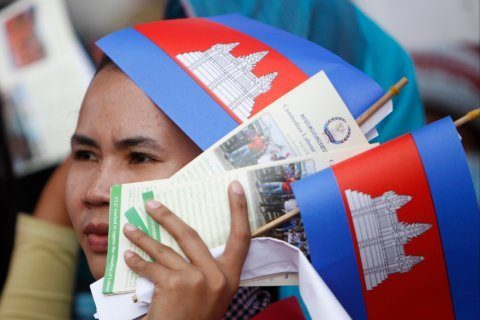 Cambodia gives garment workers 4.4% minimum wage hike