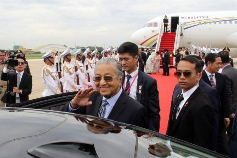 Malaysia's Mahathir begins state visit to Cambodia