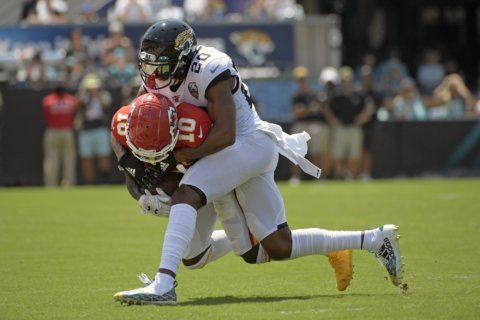Chiefs WR Hill taken to hospital to treat shoulder injury