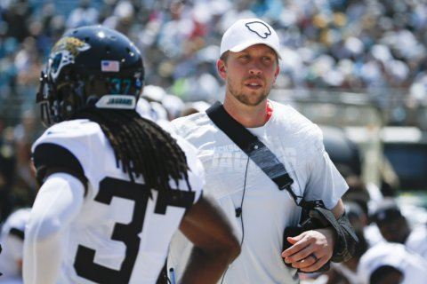 Jags lose Foles with broken collarbone; Chiefs' Hill hurt