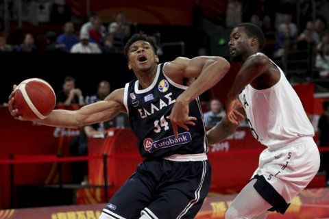 Americans top Antetokounmpo, Greece at World Cup 69-53