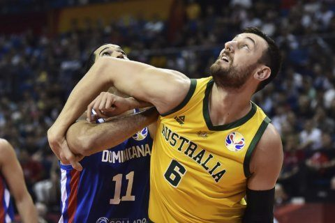 Czech Republic, Australia keep rolling in World Cup