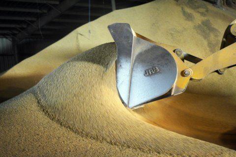 Spokesman: China buying US soybeans, pork