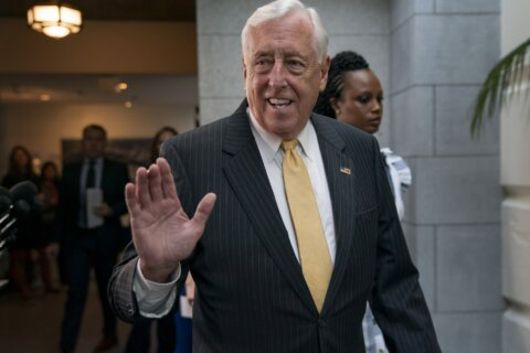 Md. Rep. Steny Hoyer in Puerto Rico: 'Frustrated, angry,' but not placing blame in aid delay