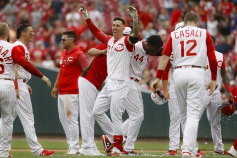 Lorenzen's pinch-hit double lifts Reds over D-backs 4-3